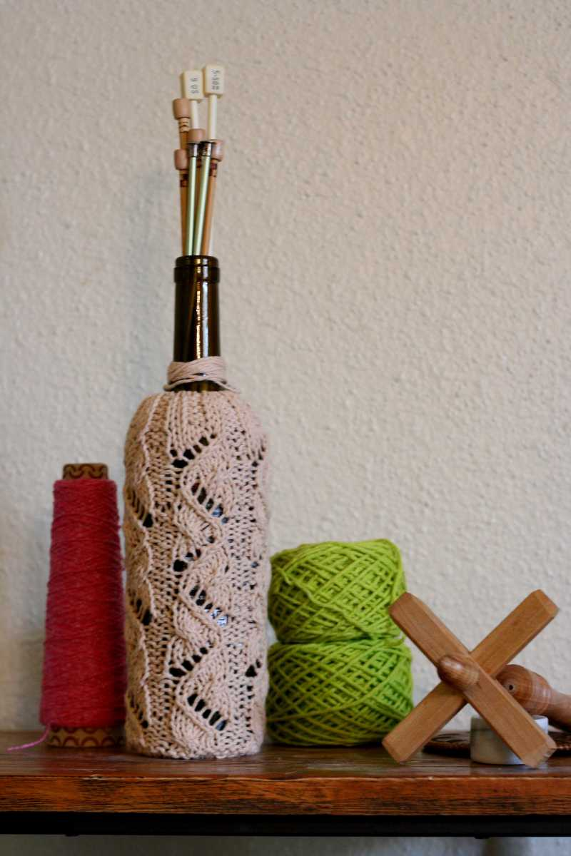 Wine Bottle Cozy   A chart for working in the round Roving Crafters